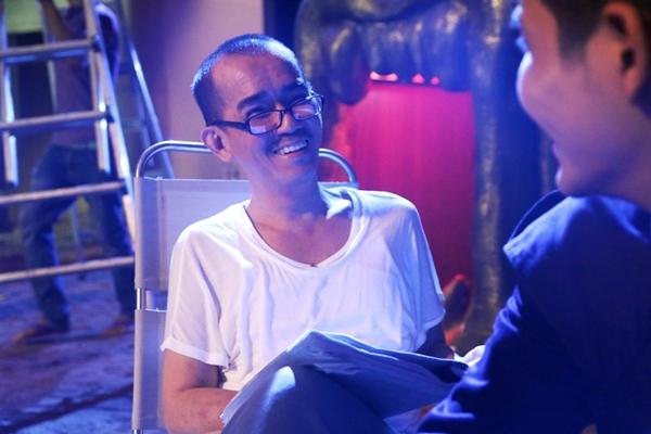 Ca sĩ Minh Thuận vào vai ông Hùng có một người em trai song sinh tên Dũng đã qua đời. Nhà sản xuất bộ phim cho biết Minh Thuận vào vai này như một cơ duyên do trước đó nam diễn viên được mời đóng vai này bị tai nạn bất ngờ nên buộc phải hủy hợp đồng đã ký trước đó. May mắn là chỉ còn 3 ngày nữa là đến lịch quay ở bối cảnh chính tại Vũng Tàu, Minh Thuận đã nhận lời tham gia sau khi đọc kịch bản. Minh Thuận chia sẽ anh rất lo lắng khi nhận vai này vì thời gian quá gấp gáp tuy nhiên vì hiểu và thông cảm được khó khăn của nhà sản xuất nên anh đã đồng ý.   Mặc dù trong thời gian tham gia quay hình sức khỏe của Minh Thuận đã có dấu hiệu suy yếu do các triệu chứng dị ứng ngoài da nhưng anh vẫn cố gắng hoàn thành tốt các cảnh quay nhất là những cảnh hành động. Vai diễn của Minh Thuận là tuyến nhân vật quan trọng mấu chốt của bộ phim vì vậy trước mỗi cảnh quay, ê-kíp sản xuất đều dành thời gian để trao đổi với anh để điều chỉnh đường dây diễn xuất phù hợp với sức khỏe và thế mạnh của anh.