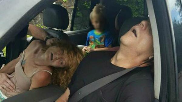Cặp đôi sốc ma túy chết trên xe.