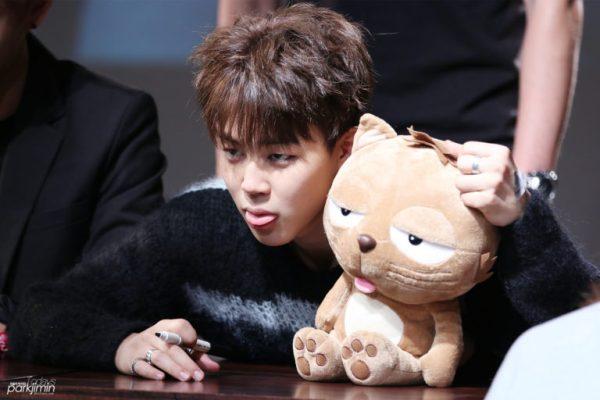 khoanh-khac-idol-giong-het-thu-nhoi-bong-2