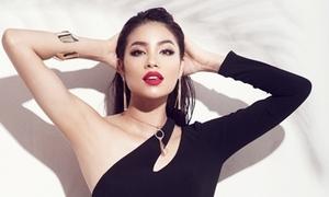 Phạm Hương tóc rối sexy