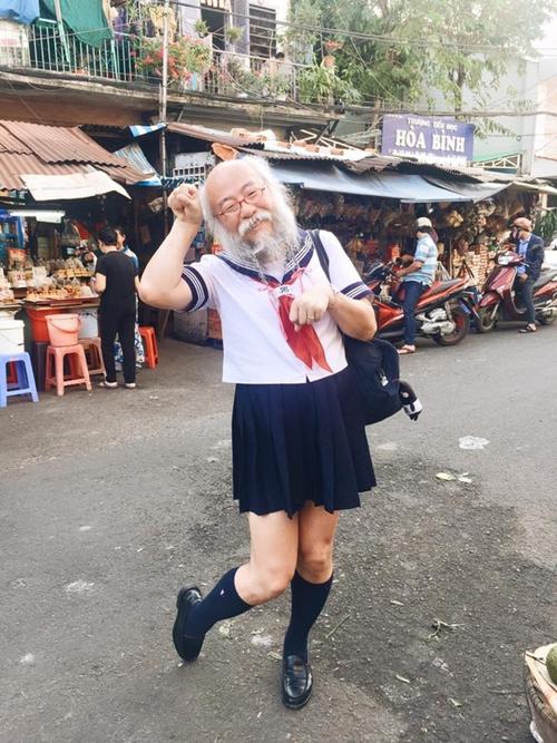 nhom-nam-thanh-nien-cosplay-cu-ong-nhat-mac-vay-1