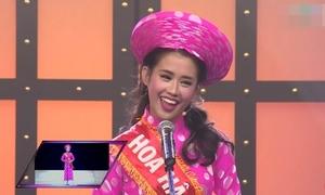 'Hoa hậu' Ngọc Thảo nhái Thành Lộc về thăm trường xưa