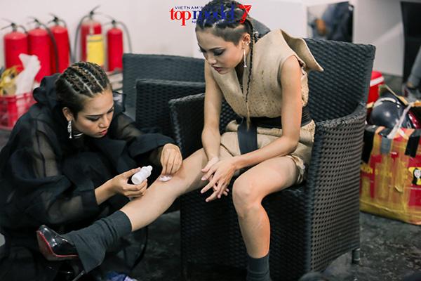 2-hot-girl-next-top-khong-doi-troi-chung-bong-quay-sang-tham-thiet