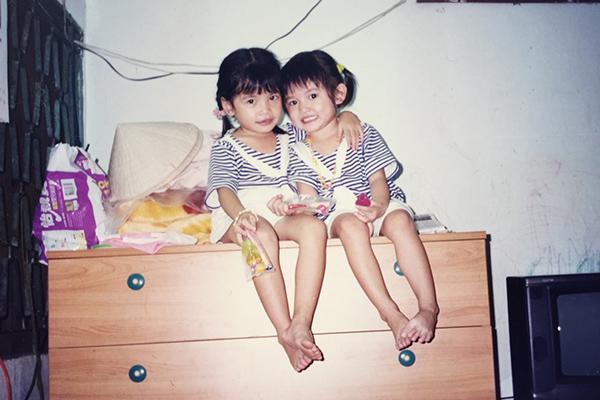 bốn chị em của Thùy Dung thân thiết với nhau như bạn thân. Từ nhỏ, cô chia sẻ mọi thứ trong cuộc sống và nhận rất nhiều lời khuyên đáng quý từ các chị gái.