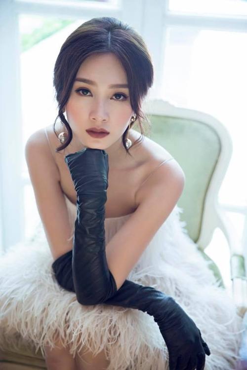 Hoa hậu Đặng Thu Thảo đẹp quý phái
