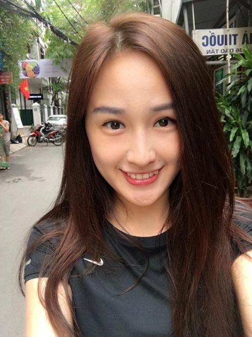 Mai Phương Thúy liên tục có những status về chuyện tình cảm. Cô viết: Mong anh hằng đêm từ bao lâu...