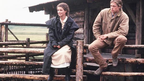 Chỉ nghe tên thôi cũng đã biết đây là bộ phim hoàn hảo để xem vào mùa thu.ba anh em nhà Ludlow cùng đem lòng yêu Susannah xinh đẹp với những tình yêu mang màu sắc khác nhau, nhưng bi kịch nối tiếp bi kịch. Trongphim haynày, người em út Samuel bỏ mạng nơi chiến trận, người anh thứ hai từ biệt gia đình lao vào cuộc sống phiêu du, cuối cùng anh cả trở về với mối tình vẫn khắc khoải ôm ấp&Cuộc sống đang êm đềm cho đến một ngày, bà mẹ bỏ nhà ra đi vì không chịu nổi cảnh sống buồn bã nơi núi rừng. Bốn cha con trongphim hdnày vẫn tiếp tục cuộc sống thiếu vắng người phụ nữ trong nhà...Một hôm cậu út Samuel mang một cô gái về nhà, đó là Susannah (Julia Ormond), một thiếu nữ mồ côi xinh đẹp. Ngay lập tức cô chiếm được cảm tình của nhà Ludlow. Tình yêu đẹp đẽ trong sáng nảy nở giữa Samuel và Susannah trongphim Huyền Thoại Mùa Thu, nhưng cuộc sống của họ một lần nữa bị xáo trộn.