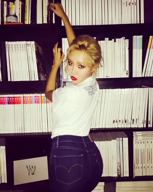 4-idol-han-sexy-theo-chun-tay-van-bi-fan-lac-dau-2