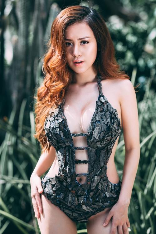 Hot girl Huyền Anh vừa thực hiện bộ ảnh với trang phục bikini đánh dấu sự trưởng thành ở tuổi 23. Đây là một trong những lần hiếm hoi cô nàng đầu tư chuyên nghiệp, nghiêm túc vào một bộ ảnh khoe trọn những đường cong cơ thể.