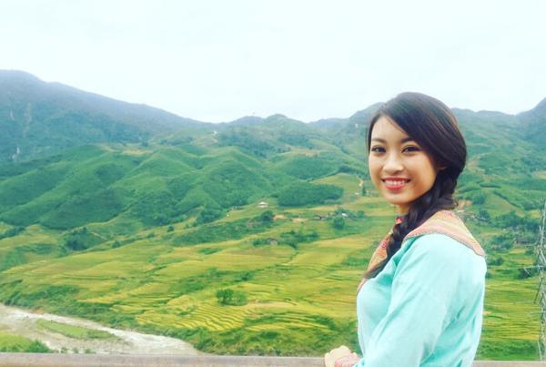Sapa ẩn hiện trong không gian kỳ diệu của cảnh sắc thiên nhiên núi non hùng vĩ. Cô đã có khoảng thời gian tuyệt vời khi khám phá và trải nghiệm cuộc sống của đông bào dân tộc thiểu số ở Sapa.
