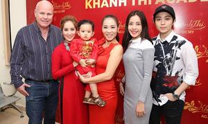 Dàn sao đến lễ cúng Tổ nghề do Khánh Thi - Phan Hiển chủ trì