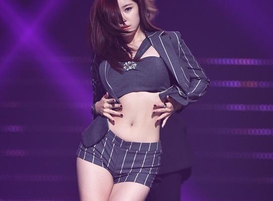 4-idol-han-sexy-theo-chun-tay-van-bi-fan-lac-dau-5