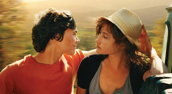 Goodbye First Love được ví như một bài thơ đẹp và buồn, kể về mối tình củaCamille và Sullivan