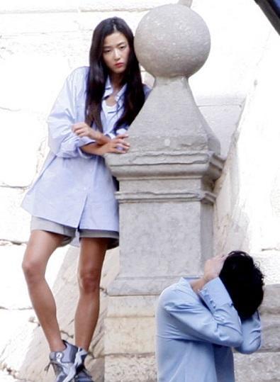 jun-ji-hyun-mac-luom-thuom-van-dep-sang-chanh-trong-phim-moi-2