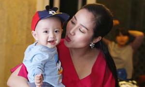 Con trai Ốc Thanh Vân 1 tuổi đã lên sàn diễn thời trang