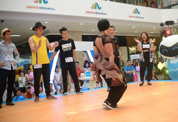 Sau khi rời khỏi Vinh, Hải Phòng, ban tổ chức cuộc thi So you think you can dance  Thử thách cùng bước nhảy mùa thứ 5 tiếp tục dừng chân tại Hà Nội. Đúng như mong đợi, buổi tuyển chọn tại thủ đô thu hút lượng thí sinh lên đến hàng nghìn người với nhiều phong cách khác nhau.