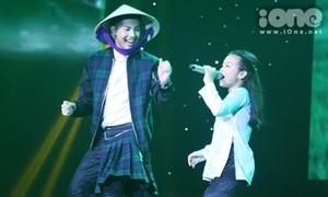 Noo Phước Thịnh 'mặc váy', múa nón lá cùng trò cưng