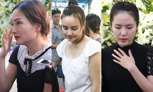 Sao Việt bật khóc khi viếng Minh Thuận