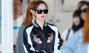 Eun Jung mặc áo hình Cá chép Đông Hồ của thương hiệu Việt
