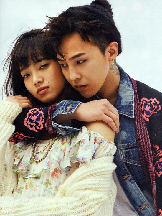Sáng 18/9, thông tin về việc tài khoản Instagram riêng tư của nghệ sĩ đình đám xứ củ sâm - G-Dragon - bị hack và để lộ ảnh thân mật như tình nhân với người mẫu Nhật Bản Nana Komatsu đã khiến dân tình bấn loạn. Tuy đối với giới trẻ xứ sở mặt trời mọc, Nana Komatsu là gương mặt khá quen thuộc, nhưng đối với người hâm mộ Kpop thì không. Ngay khi hình ảnh tình cảm của trưởng nhóm Big Bang bị phát tán, rất nhiều fan đang gắt gao truy lùng danh tính của cô nàng này.