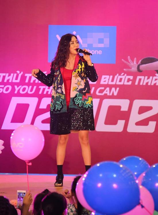 Tối 18/9, sự kiện khởi động cuộc thi So you think you can dance  Thử thách cùng bước nhảy mùa thứ 5 diễn ra tại Hà Nội đã thu hút hàng nghìn khán giả cùng các vũ công tham gia.