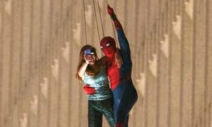 'Spider man' 2017 rò rỉ cảnh người nhện vừa selfie vừa đu dây ngoạn mục