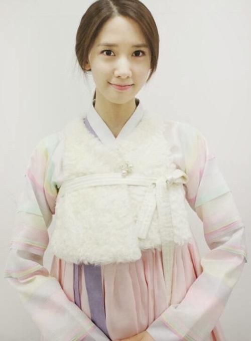 yoon-ah-dong-phim-co-trang-moi-bat-chap-loi-che-ve-ngoai-hinh-1