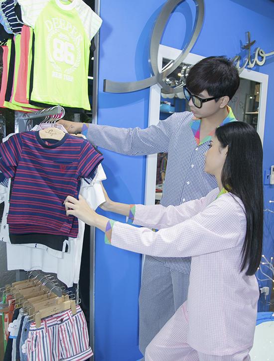 phần trình diễn độc đáo của gia đình cặp đôi Tim - Trương Quỳnh Anh sẽ mang lại một làn gió mới cho Tuần lễ thời trang thiếu nhi đầu tiên tại Việt Nam.