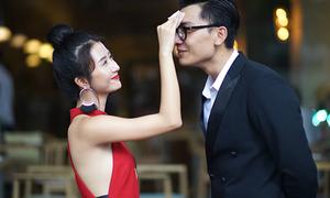 Quỳnh Anh Shyn diện váy gợi cảm, tình tứ lau mồ hôi cho 'bạn trai'