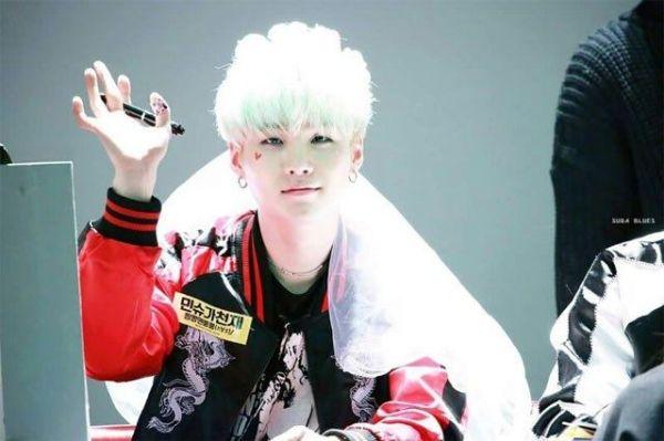 8-idol-nam-kpop-so-huu-lan-da-trang-nhu-co-the-phat-sang