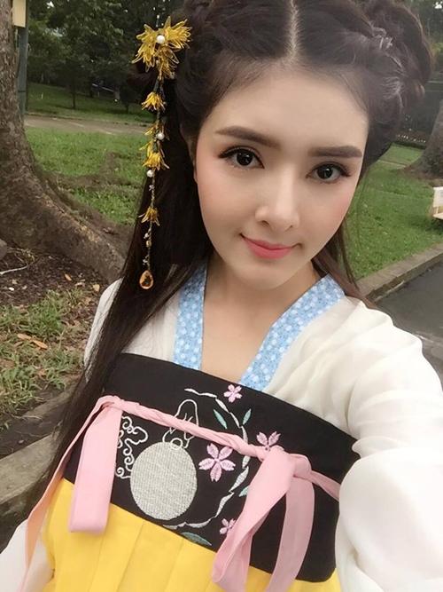 sao-viet-23-9-chi-pu-uon-eo-nhu-cay-keo-ho-quang-hieu-don-sinh-nhat-ben-ban-gai-tin-don-4