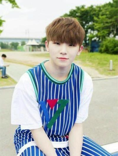 8-idol-nam-kpop-so-huu-lan-da-trang-nhu-co-the-phat-sang-6