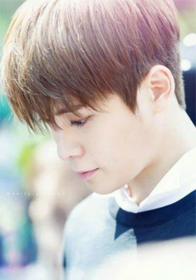 8-idol-nam-kpop-so-huu-lan-da-trang-nhu-co-the-phat-sang-9