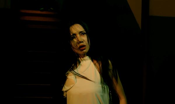 Trái với dự đoán của khán giả, trong phim Elly Trần hoàn toàn nói không với cảnh nóng mà thay vào đó là những cảnh nguy hiểm như bị treo lơ lửng. Quyết tâm chinh phục khán giả bằng khả năng diễn xuất là mục tiêu của Elly Trần trong bộ phim này.