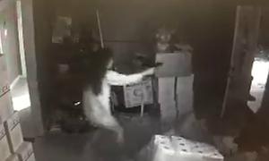 Cô gái dũng cảm bắn trả 3 kẻ đột nhập vào nhà