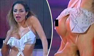 Nữ vũ công xấu hổ vì đang nhảy bị tuột áo lộ ngực trước khán giả