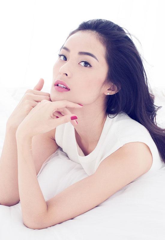 Nhờ gương mặt xinh đẹp, thần thái kiêu sa, người đẹp gốc Hải Phòng trở thành gương mặt đắt show event cũng như quảng cáo.