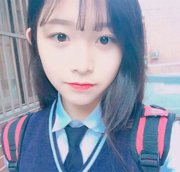 hot-girl-han-di-hoc-van-day-cop-phan-son-3