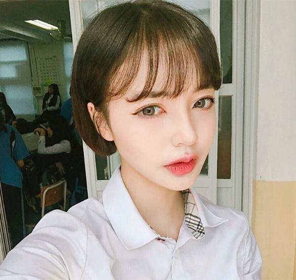 hot-girl-han-di-hoc-van-day-cop-phan-son-6