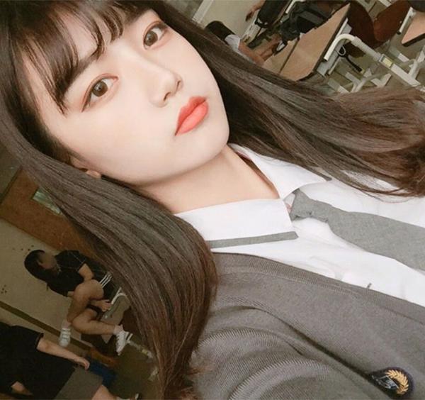 hot-girl-han-di-hoc-van-day-cop-phan-son-9