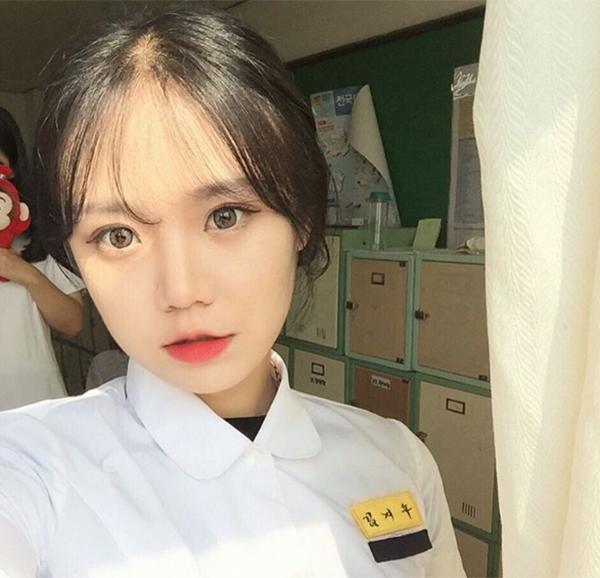 hot-girl-han-di-hoc-van-day-cop-phan-son-7