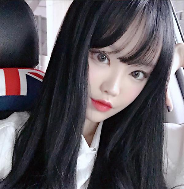 hot-girl-han-di-hoc-van-day-cop-phan-son-4