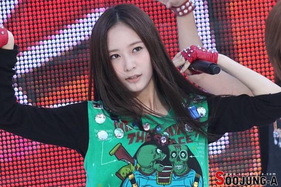 nhan-sac-ngay-cang-truong-thanh-cua-nu-than-kpop-krystal-8
