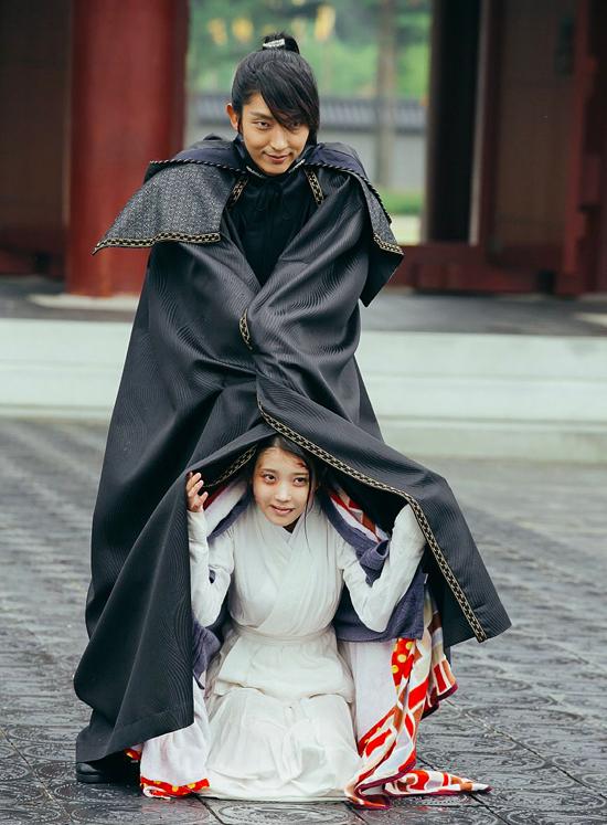 canh-bi-thuong-trong-moon-lovers-bi-che-du-kieu-hai-huoc-1