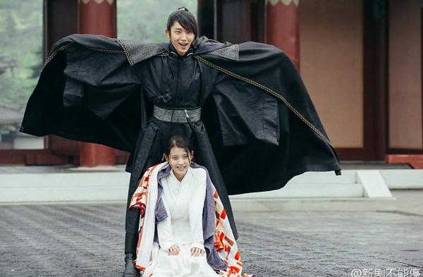canh-bi-thuong-trong-moon-lovers-bi-che-du-kieu-hai-huoc-2
