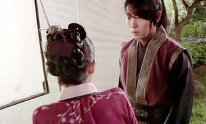 IU lộ nhược điểm vai ngang, kém nữ tính khi mặc hanbok