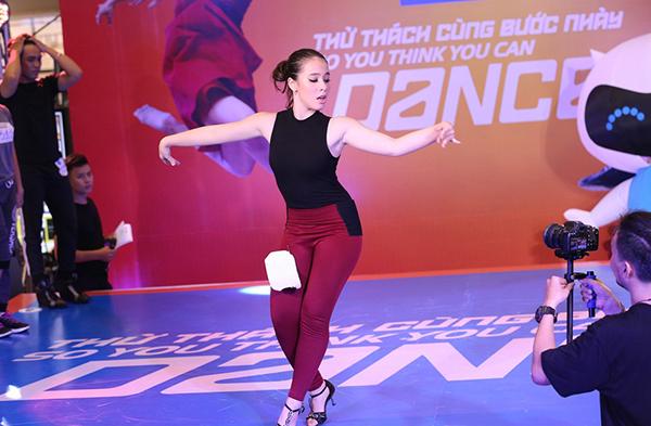 Gây ấn tượng nhất là Lucie Ngọc. Cô nàng dự thi thể loại dancesport thực hiện những bước chân điêu luyện, đẹp mắt đã chinh phục được không chỉ ban giám khảo mà còn khiến hàng trăm khán giả đứng ngồi không yên. Lucie từng thử sức năm 2015 nhưng khi đó cô nàng chỉ mới 15 tuổi