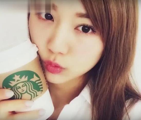 3-kieu-chup-anh-selfie-song-ao-dam-bao-xinh-7