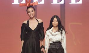 Kỳ Duyên diện váy hở cổ sâu làm vedette trong show thời trang