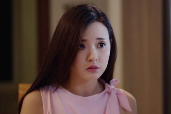 Người đẹp Mi Du đã có cảnh quay nóng bỏng cùng Lưu Quang Anh trong bộ phim điện ảnh Bí ẩn song sinh. Đây là bộ phim đánh dấu sự trở lại màn ảnh của Mi Du sau thời gian dài bị vướng bận chuyện tình cảm cá nhân cùng Phan Thành.